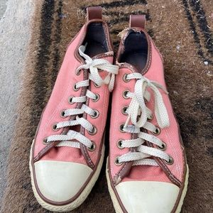 Pink low top converse all stars size 4 1/2